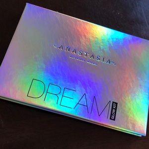 Anastasia of Beverly Hills Dream Glow Kit